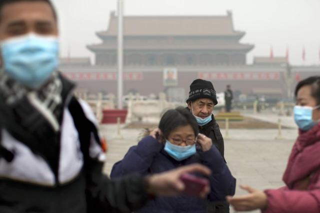 Allarme inquinamento a Pechino: la città avvolta da una nube di smog