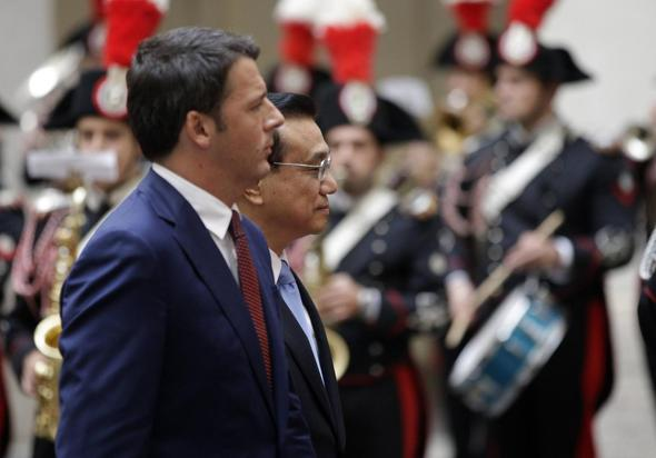 Italian Prime Minister Renzi and China's Premier Li review the honor guard during a meeting at Chigi Palace in Rome