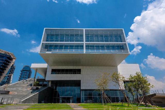 La sede del Design Museum a Shenzhen, progettata dal maestro giapponese Fumihiko Maki.