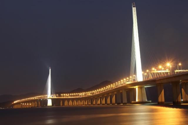 ponte sulla baia